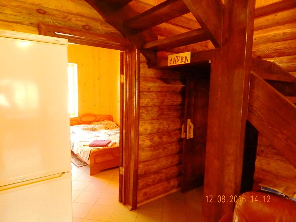 14 чел (сауна и вход в спальню)